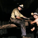 Dos mineros asturianos en una galería de carbón - Foto cedida por José Antonio Lucena