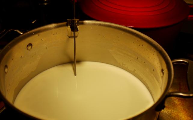 La leche cruda también es una cuestión de clase